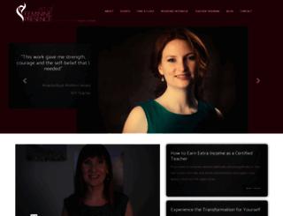 theartoffemininepresence.com screenshot