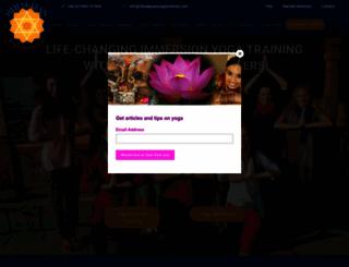 himalayanyogainstitute.com screenshot